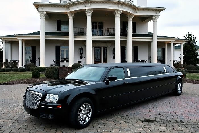 Party Bus Rental Queen Creek, AZ 8 Passenger Black Chrysler300 Limo