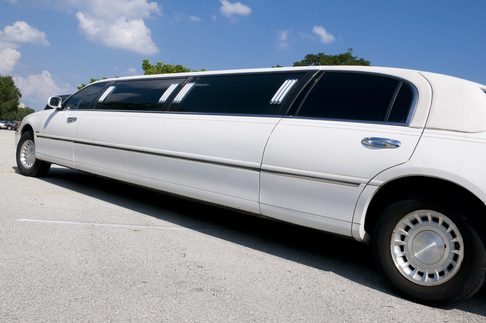 Party Bus Rental Nogales, AZ 8 Passenger White Lincoln Stretch  Limousine